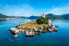 有位于南Croa的一座非常老灯塔的小海岛 免版税库存图片