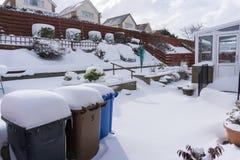 有低吹雪的庭院 库存照片
