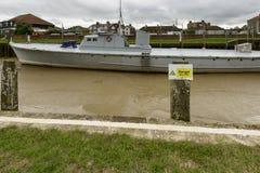 有低潮的大小船,拉伊 免版税库存图片