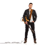 有低音吉他的男性吉他弹奏者。 库存图片
