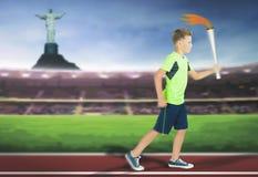 有体育火炬持票人赛跑的年轻运动员男孩 库存照片