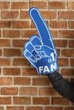 有体育第1爱好者手套的人 免版税库存照片