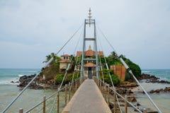 有佛教Parey Duwa寺庙的海岛 库存照片