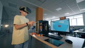 有使用在虚拟现实玻璃的男孩的科学实验室 未来派教育概念