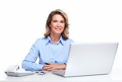 有便携式计算机的女商人。 免版税库存图片