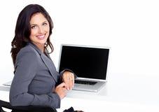 有便携式计算机的女商人。 库存图片