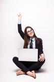 有便携式计算机的少妇庆祝成功的 免版税库存照片