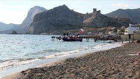 有俄国克里米亚的旗子的小船 股票录像