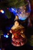 有俄国式茶炊的圣诞树手工制造球吉普赛人 免版税库存图片