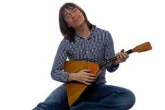 有俄式三弦琴的唱歌的年轻人 图库摄影