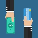 有信用卡的商人手和您的现金后面 库存照片