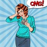 有信用卡的流行艺术生气妇女有头疼 库存照片