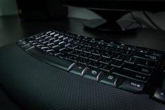 有信件的键盘在希伯来语和英语 免版税库存图片