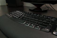 有信件的键盘在希伯来语和英语 库存照片