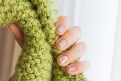 有修指甲的一点女性手 免版税库存照片