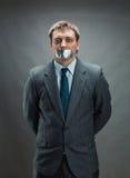 有修稿带盖的嘴的人 免版税库存图片
