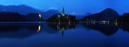 有假定圣Marys教会的布莱德湖在小海岛上的在 库存图片