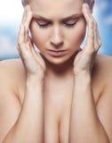 有偏头痛妇女 免版税库存图片