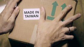 有做的标记的纸盒在台湾贴纸 免版税库存图片
