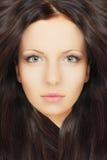 有健康头发的美丽的妇女 免版税图库摄影