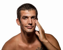 有健康干净的皮肤的英俊的人 免版税库存图片