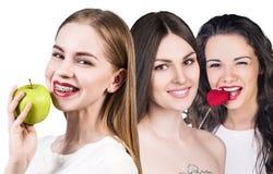 有健康微笑的美丽的少妇 免版税库存照片