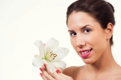 有健康皮肤面孔的美丽的少妇 免版税库存图片