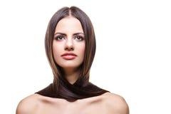 有健康长的头发的美丽的女孩 免版税库存图片
