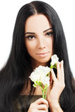 有健康头发的温泉妇女 免版税库存图片