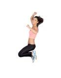 有健身衣物跳跃的可爱的深色的女孩 库存照片