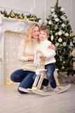 有儿子新年圣诞节的少妇 免版税库存照片