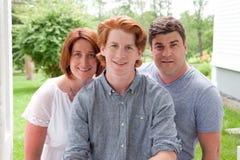 有儿子的骄傲的父母 免版税图库摄影