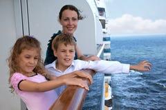 有儿童旅行的母亲在船 免版税库存图片