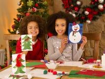 有儿童的乐趣混合的族种年轻人 库存图片