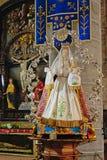 有儿童雕塑的玛丹娜在达默,比利时教会里  免版税库存照片