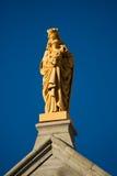 有儿童雕象的圣女玛丽亚 库存照片