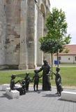 有儿童雕象的圣徒安东尼奥从晨曲卡罗来纳州堡垒庭院在罗马尼亚 免版税图库摄影
