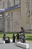 有儿童雕象的圣徒安东尼奥从晨曲卡罗来纳州堡垒庭院在罗马尼亚 免版税库存照片