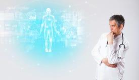 有充分的身体地图概念的专业医生 免版税库存图片