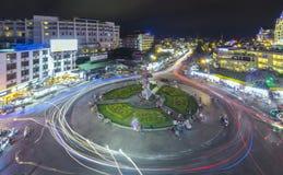 有光大叻夜市场的环形交通枢纽交叉点 图库摄影