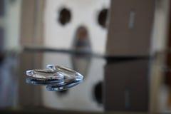 有光学透镜的虚拟现实耳机从纸板头设备分离了 图库摄影