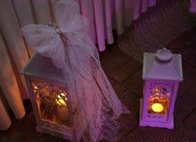 有光的两个装饰灯笼 免版税图库摄影