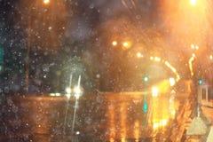 有光的被弄脏的夜城市 免版税库存照片
