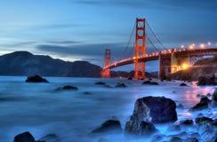 有光的金门大桥 免版税库存照片