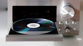 有光盘音乐盘子的数字式高保真CD的音频球员 免版税库存图片