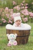 有兔子帽子的小男婴 免版税图库摄影