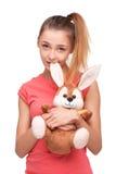 有兔宝宝玩具的青少年的女孩 免版税库存图片