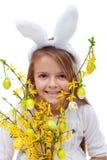有兔宝宝耳朵的愉快的复活节女孩 免版税图库摄影