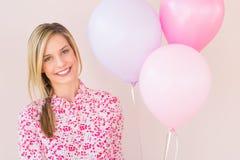 有党气球的愉快的妇女 免版税图库摄影