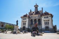 有全国历史和考古学博物馆的奥维迪乌广场在老镇康斯坦察 库存图片